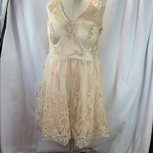 Chi Chi London Dress Sz 16 Gold Cream Lace Embrodi